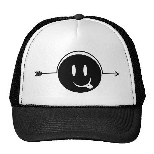 Flecha sonriente del ~ de la cara a través de la m gorra