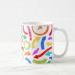 Flechas garabateadas coloridas tazas de café