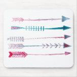 Flechas tribales en pluma y tinta alfombrillas de ratones