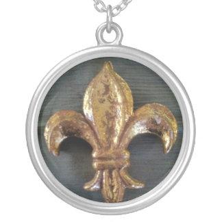 FLEUR-DE-LIS GOLD CREPE SILK PRINT ROUND PENDANT NECKLACE