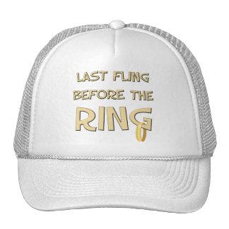 Fling pasado antes del anillo gorras