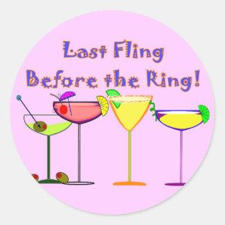 Fling pasado antes del anillo etiqueta redonda
