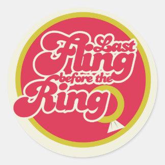 Fling pasado antes del anillo pegatinas redondas
