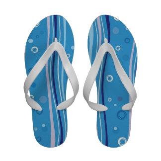 Flip-flop azul del modelo de las mujeres