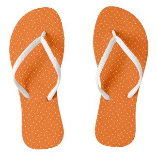 Flips-flopes anaranjados con los puntos blancos