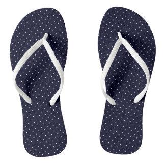 Flips-flopes azul marino con los puntos blancos