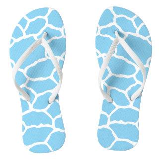 Flips-flopes azules y blancos del modelo de la chanclas