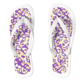 Flips-flopes blancos abstractos púrpuras del