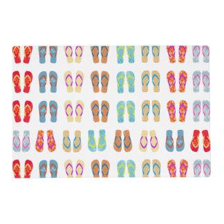 Flips-flopes coloridos del tema de la playa del tapete individual