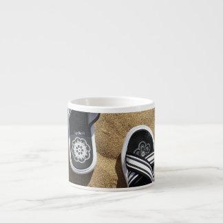 Flips-flopes con playas taza espresso