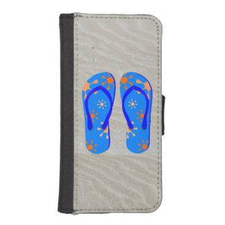 Flips-flopes en la arena billetera para teléfono