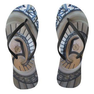 Flips-flopes espirales de la caja de la escalera chanclas