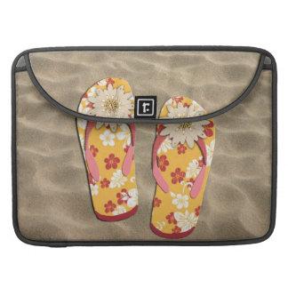 Flips-flopes moldeados del hibisco fundas para macbooks