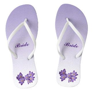 Flips-flopes nupciales del boda floral púrpura