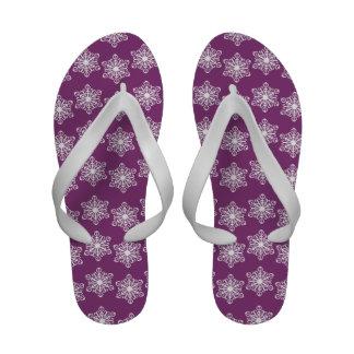 Flips-flopes púrpuras y blancos del copo de nieve