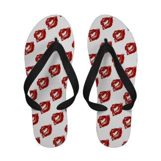 Flips-flopes rojos brillantes del modelo de los la