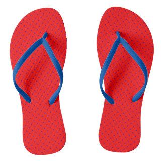 Flips-flopes rojos con los puntos del azul real