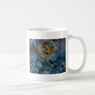 Flor abstracta del mosaico con tonos de la tierra taza