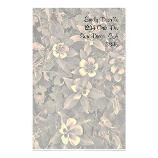 Flor adaptable de Columbine inmóvil Papeleria