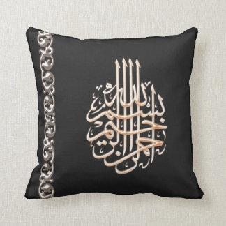 Flor adornada de la caligrafía árabe de Bismillah Cojín Decorativo