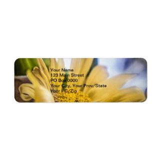 Flor amarilla brillante etiquetas de remite