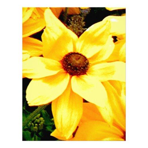 Flor amarilla brillante hermosa en la plena florac plantilla de membrete