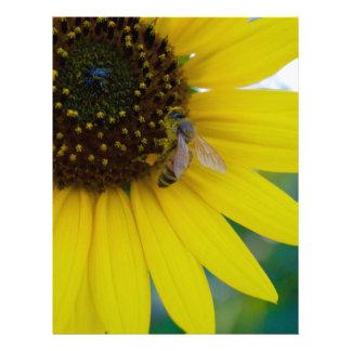 Flor amarilla con la abeja plantillas de membrete