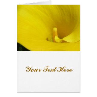 Flor amarilla de la cala tarjeta de felicitación