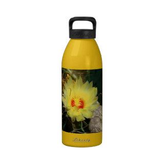 Flor amarilla del cactus del anzuelo botella de agua reutilizable