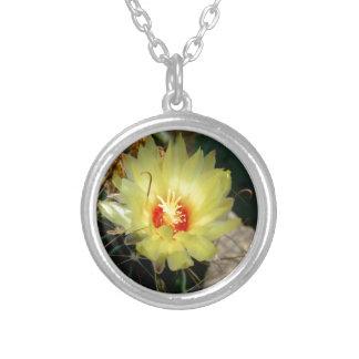 Flor amarilla del cactus del anzuelo pendiente personalizado