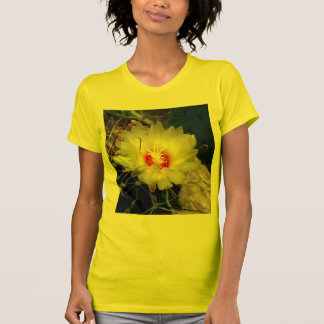Flor amarilla del cactus del anzuelo camiseta