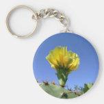 Flor amarilla del cactus del higo chumbo llavero
