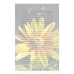 Flor amarilla: El irlandés observa II, papel aline Papeleria De Diseño