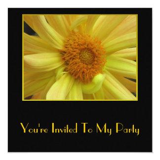 Flor amarilla invitación 13,3 cm x 13,3cm