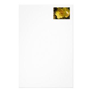 Flor amarilla macra de Mullein Personalized Stationery