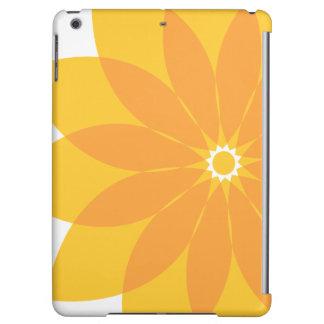 Flor amarilla y anaranjada en blanco