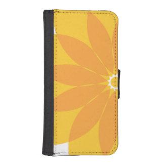 Flor amarilla y anaranjada en blanco carteras para teléfono