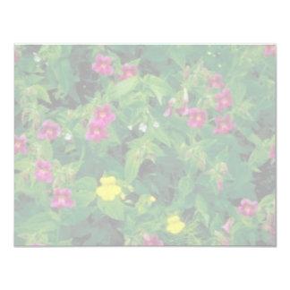 Flor amarilla y púrpura del mono invitación 10,8 x 13,9 cm