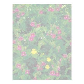 Flor amarilla y púrpura del mono plantilla de membrete