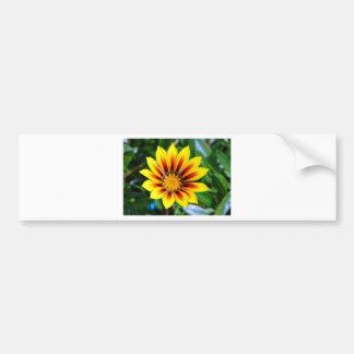 Flor amarillo y rojo soleado de la flor pegatina para auto