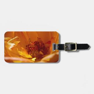 Flor anaranjada (cercana) etiqueta para maleta