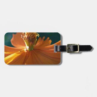 Flor anaranjada (cercana) etiquetas maleta