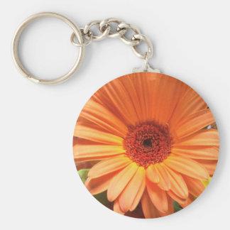 Flor anaranjada del ramo llavero redondo tipo pin