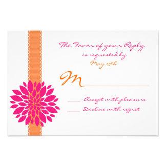 Flor anaranjada del rosa de la cinta que casa tarj invitacion personalizada