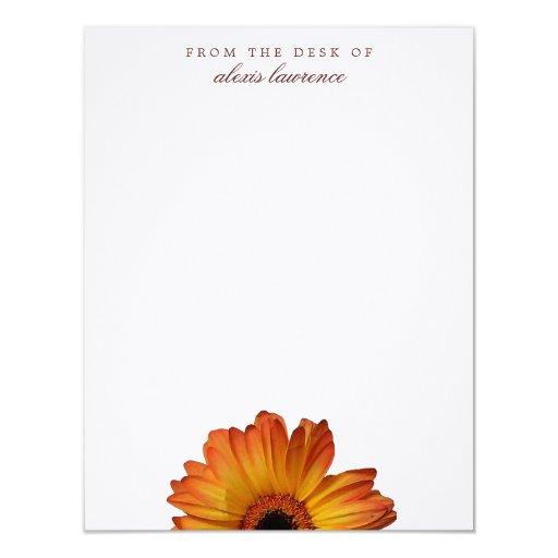 Flor anaranjada soleada del gerbera del escritorio invitación 10,8 x 13,9 cm