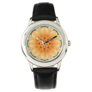 Flor anaranjada y verde del caleidoscopio reloj