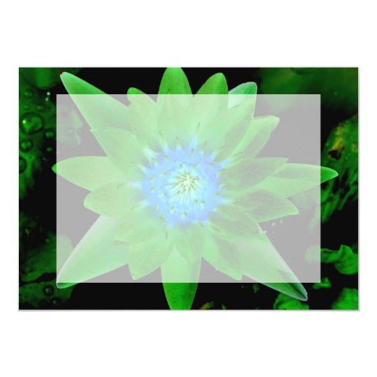"""flor aseada verde del lirio de agua contra las invitación 5"""" x 7"""""""