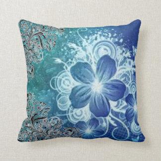 flor azul cojin