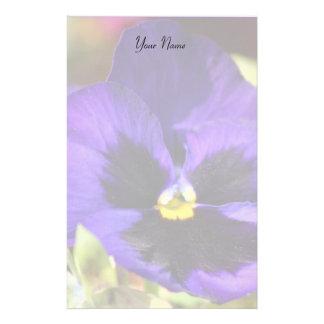 Flor azul del pensamiento inmóvil papelería personalizada