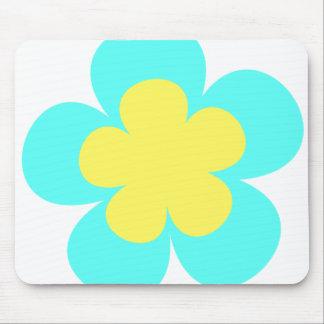 Flor azul y amarilla alfombrillas de raton